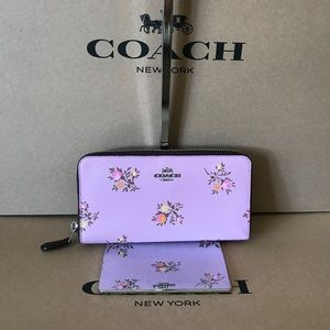 🌸😈Coach Purple Floral Accordion Zip